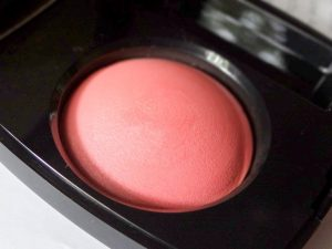 Chanel-Powder-Blush-Malice-review-swatches-photos-6-900x675